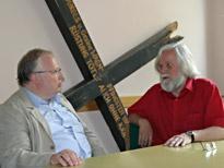 Kurt-Helmuth Eimuth und Johannes Hermann in der Ausstellung im Martin-Jürges-Haus